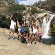 """Nabilla et Thomas Vergara accompagnés de Tarek, le frère de la jolie brune, ainsi que d'autres proches dans leur nouvelle télé-réalité baptisée """"Les incroyables aventures de Nabilla et Thomas en Australie"""" sur NRJ12."""