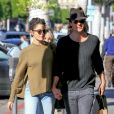 Exclusif - Nikki Reed et son mari Ian Somerhalder se promènent main dans la main dans la rue à Beverly Hills, le 21 novembre 2016
