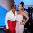 Evelyn Lozada, portant la bague de fiançailles offerte par Carl Crawford lors de sa demande en mariage en 2013, lors de la soirée Essence Black Women in Hollywood à Los Angeles en février 2016. En 2017, le couple a rompu mais Evelyn veut garder la bague, sertie d'un diamant de plus de 14 carats et estimée à 1,4 million de dollars. Photo Instagram.