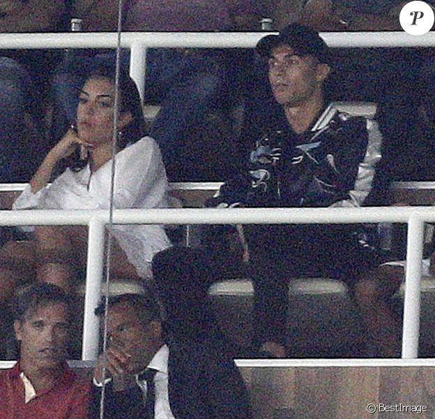 "Cristiano Ronaldo avec sa compagne Georgina Rodriguez et sa famille lors de la finale de la Supercoupe d'Espagne ""Real Madrid - FC Barcelone"" au stade Santiago Bernabeu à Madrid, le 16 août 2017."