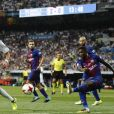 "Samuel Umtiti et Karim Benzema. Finale de la Supercoupe d'Espagne ""Real Madrid - FC Barcelone"" au stade Santiago Bernabeu à Madrid, le 16 août 2017."