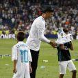 """Cristiano Ronaldo et son fils Cristiano Jr. Finale de la Supercoupe d'Espagne """"Real Madrid - FC Barcelone"""" au stade Santiago Bernabeu à Madrid, le 16 août 2017. Le Real Madrid s'est imposé 2 à 0."""