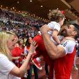 Radamel Falcao avec sa femme Lorelei Taron enceinte et ses filles Dominique et Desirée lors de la rencontre de football de Ligue 1 opposant Monaco à St Etienne au stade Louis II à Monaco le 17 mai 2017. © Bruno Bebert/Bestimage