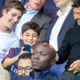 Patrick Bruel et Ary Abittan dans les tribunes lors du match de Ligue 1, Paris Saint-Germain (PSG) vs Toulouse FC (TFC) au Parc des Princes à Paris, France, le 20 août 2017. Le PSG a gagné 6-2.