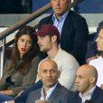 Louis Sarkozy, sa compagne Natali Husic et Pierre Sarkozy dans les tribunes lors du match de Ligue 1, Paris Saint-Germain (PSG) vs Toulouse FC (TFC) au Parc des Princes à Paris, France, le 20 août 2017. Le PSG a gagné 6-2.