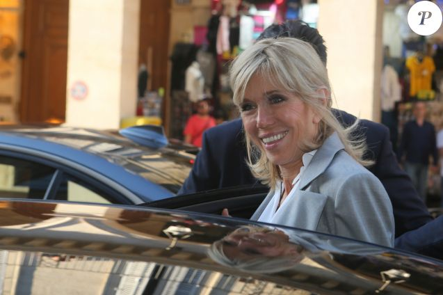 "Brigitte Macron (Trogneux) - Sortie du vernissage de l'exposition ''Christian Dior, couturier du rêve'' pour les 70 ans de la maison Christian Dior au Musée des Arts Décoratifs à Paris, le 3 juillet 2017. © CVS/Veeren/Bestimage  People are leaving the ""Christian Dior, couturier du reve"" Exhibition Launch celebrating 70 years of creation at Musee Des Arts Decoratifs in Paris, France, on July 3rd, 2017.03/07/2017 - Paris"