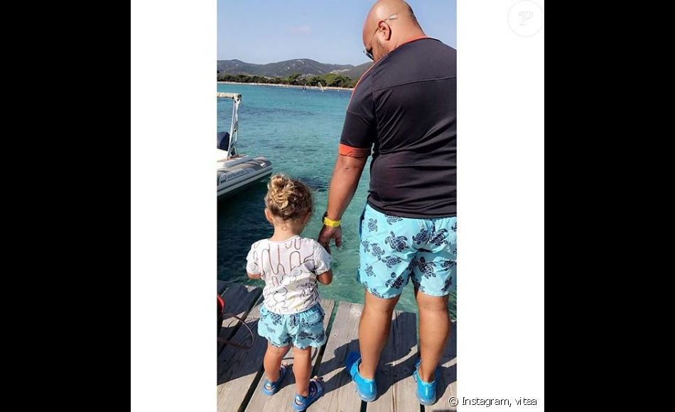 vitaa poste une photo de son fils adam et son mari hicham sur instagram le 24 ao t 2017 l. Black Bedroom Furniture Sets. Home Design Ideas