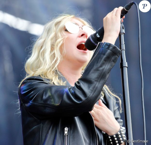 Taylor Momsen du groupe The Pretty Reckless lors du festival Rock en Seine au Domaine National de Saint-Cloud le 25 août 2017. © Lise Tuillier / Bestimage