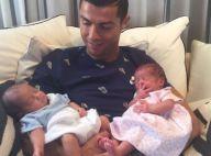 Cristiano Ronaldo pose avec ses jumeaux, deux mois après leur naissance