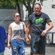 Exclusif - Ronda Rousey et son compagnon Travis Browne, après leur séance de gym, sont allés déjeuner avec des amis à Los Angeles, le 3 mai 2016.