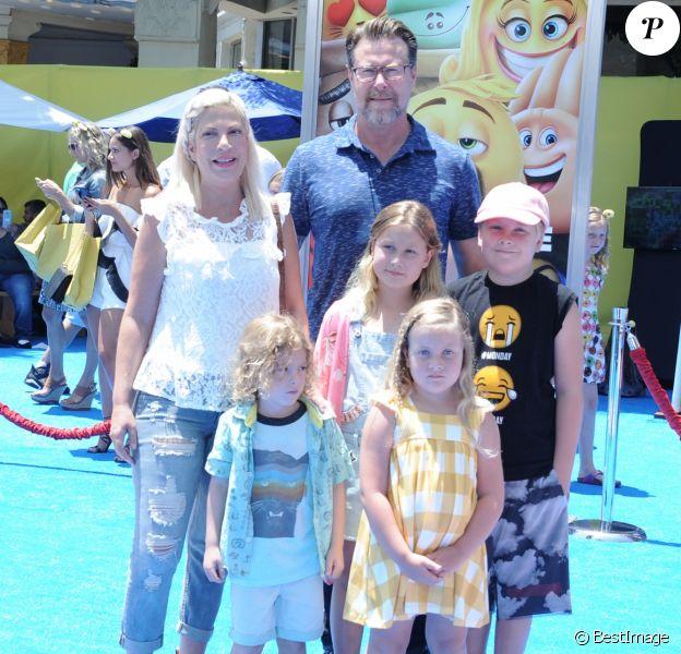 Tori Spelling, son mari Dean McDermott et leurs enfants Stella, Liam, Finn et Hattie à Westwood, le 23 juillet 2017 © Pma/AdMedia via Zuma/Bestimage