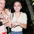 Lily-Rose Depp est allée dîner au restaurant Ago avec des amies à West Hollywood le 5 aout 2017.
