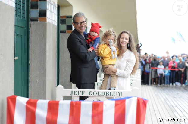 Jeff Goldblum, sa femme Emilie Livingston et leurs fils Charlie Ocean et River Joe - Inauguration de la cabine de Jeff Goldblum sur les planches lors du 43ème Festival du Cinéma Américain de Deauville, France, le 3 septembre 2017.  Jeff Goldblum with his wife and their sons at the inauguration of his cabin on board during the 43rd Deauville American Cinema Festival, September 3rd, 2017.03/09/2017 - Deauville