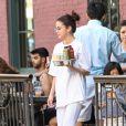 Selena Gomez prend une petit-déjeuner à emporter à New York le 4 septembre 2017.