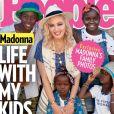 """Madonna et ses enfants adoptés au Malawi en couverture du magazine """"People"""", septembre 2017."""