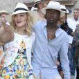 Madonna se balade avec ses enfants David Banda, Estere et Stelle dans les rues de Lecce en Italie, le 17 août 2017.