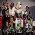 Madonna publie pour la première fois une famille de famille, entourée de six enfants, à l'occasion de son 59e anniversaire. Instagram, 18 août 2017.