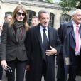 Claude Goasguen, maire du XVIème arrondissement - L'ancien président Nicolas Sarkozy et sa femme Carla Bruni-Sarkozy votent pour le second tour des élections présidentielles au lycée La Fontaine à Paris le 7 mai 2017.