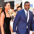 """Idris Elba et sa nouvelle compagne Sabrina Dhowre à la première de """"The Mountain Between Us"""" au Toronto International Film Festival 2017 (TIFF), le 10 septembre 2017. © Igor Vidyashev via Zuma Press/Bestimage"""