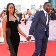 """Idris Elba et sa nouvelle compagne Sabrina Dhowre à la première de ""The Mountain Between Us"" au Toronto International Film Festival 2017 (TIFF), le 10 septembre 2017."""