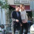 Mandy Moore est allée déjeuner et faire du shopping avec son compagnon Taylor Goldsmith à Hollywood, le 28 novembre 2016
