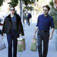 Mandy Moore fait du shopping avec son compagnon Taylor Goldsmith, du groupe Dawes, dans les rues de Beverly Hills. Le 5 novembre 2015