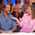 """Stéphane de Groodt et la très belle Louise Bourgoin réunis dans """"Quotidien"""" sur TMC le 13 septembre 2017."""