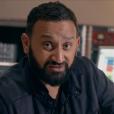 """""""Nazim se fait malmener en studio par Cyril Hanouna lors de l'enregistrement de son single Pourquoi veux-tu que je danse ?. Arrivera-t-il à assimiler la technique """"moustache-souplesse"""" ? © Universal / Polydor"""""""