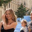 Chrissy Teigen, son mari John Legend et leur fille Luna à la sortie de leur hôtel à Londres. Le 12 septembre 2017