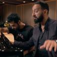 """""""Nazim en studio avec Cyril Hanouna, qui lui donne ici quelques conseils au piano, pour son single Pourquoi veux-tu que je danse ?, extrait de son premier album à paraître. Du grand délire !"""""""