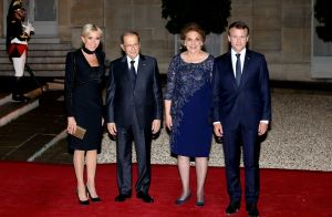 Brigitte Macron éblouit en noir devant Emmanuel... Soirée de gala à l'Elysée