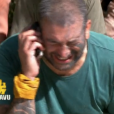 """Fabian téléphone à ses proches - """"Koh-Lanta Fidji"""" sur TF1. Le 29 septembre 2017."""
