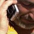 """Manu téléphone à ses proches - """"Koh-Lanta Fidji"""" sur TF1. Le 29 septembre 2017."""