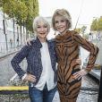Helen Mirren, Jane Fonda - People au défilé de mode L'Oréal Paris sur l'avenue des Champs-Elysées lors de la fashion week à Paris, le 1er octobre 2017. © Olivier Borde/Bestimage
