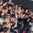 Jane Fonda défile sous les yeux d'Olivier Rousteing, Jasmine Sanders, Larry et Laurent Bourgeois (les Twins), Naomi Cambell - Défilé de mode L'Oréal Paris sur l'avenue des Champs-Elysées lors de la fashion week à Paris, le 1er octobre 2017. © Cyril Moreau/Bestimage