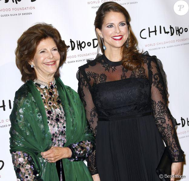La reine Silvia et la princesse Madeleine de Suède, enceinte, à la soirée de gala de la World Childhood Foundation au restaurant Cipriani à New York, le 2 octobre 2017 © Charles Guerin-Morgan Dessalles/Bestimage