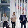 La princesse Madeleine de Suède, enceinte, quittant le siège des Nations unies à New York le 2 octobre 2017 après avoir pris part à une conférence sur la place des enfants dans les objectifs de développement durable de l'ONU.