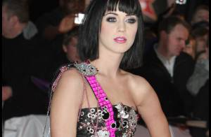 Katy Perry : un look... horrible aux Brit Awards ! Duffy et Natalie Imbruglia... c'est mieux !