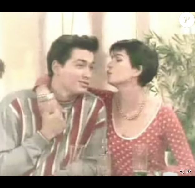 """Cathy (Cathy Andreiu) et Etienne (David Proux) dans """"Hélène et les garçons"""" en 1992."""