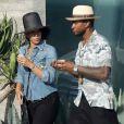 Usher et sa femme Grace Miguel mangent une glace dans les rues de Los Angeles, le 1 octobre 2017.