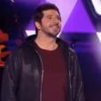 """Jenifer, stylée dans """"The Voice Kids 4"""" sur TF1 le 16 septembre 2017. Ici avec Patrick Fiori et M. Pokora."""