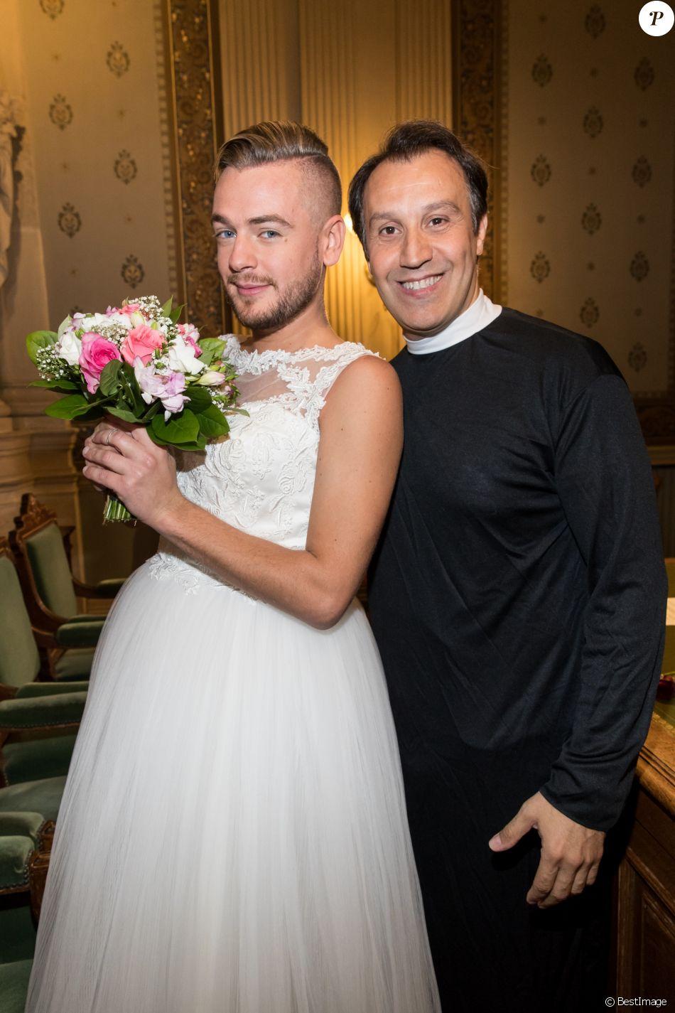 Exclusif , Jeremstar et Karim le prêtre , Le blogeur Jeremstar (Jérémy  Gisclon ) se marie avec lui même à la mairie du 1er arrondissement de Paris  le 9