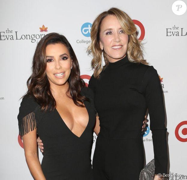 Eva Longoria et Felicity Huffman au dîner caritatif de l'Eva Longoria Foundation à l'hôtel Four Seasons à Beverly Hills, le 12 octobre 2017.