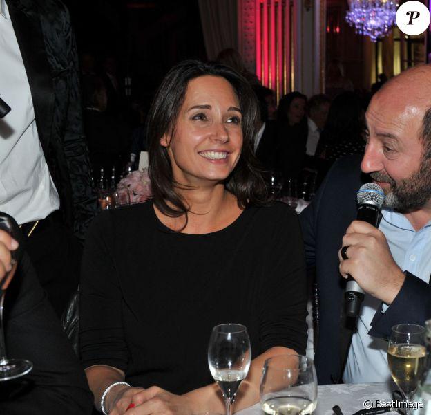 Exclusif - Kad Merad et sa compagne Julia Vignali - Dîner de gala au profit de la Fondation ARC pour la recherche contre le cancer du sein à l'hôtel Peninsula à Paris le 1er octobre 2015.