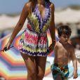 Antonella Roccuzzo et son fils Thiago - Lionel Messi en vacances sur un yacht en famille avec des amis au large de Formentera le 13 juin 2017.