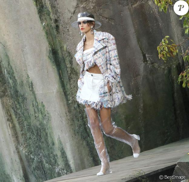 """Kaia Gerber - Défilé de mode """"Chanel"""" au Grand Palais à Paris le 3 octobre 2017."""