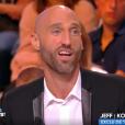 """Jeff, ex-candidat de """"Koh-Lanta 2015"""" (TF1) et """"Les Anges 8"""" (NRJ12), balance sur le casier judiciaire d'un aventurier de """"Koh-Lanta All Stars"""", sur le plateau de """"Touche pas à mon poste"""" (C8) mardi 17 octobre 2017."""