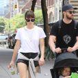 Justin Timberlake se promène avec sa femme Jessica Biel et leur fils Alias à New York le 19 aout 2017