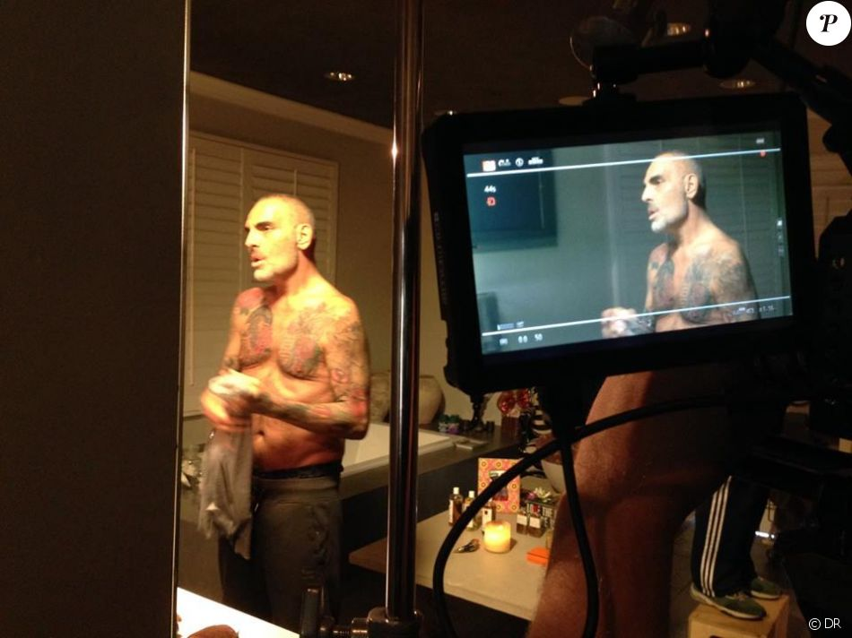 "Christian Audigier lors du tournage du documentaire ""Vif the movie"", retraçant son parcours et son combat contre le cancer."