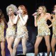 ... On garde les résilles, on y ajoute des paillettes, et voici les Girls Aloud très court vêtues en concert à Brighton nominées !
